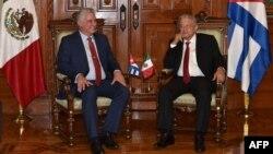 López Obrador y Díaz-Canel posan para los periodistas (Foto: AFP/Presidencia de Cuba).