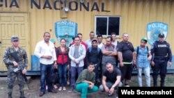 Grupo de 15 cubanos retenidos en Honduras el 12 de junio de 2015.