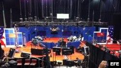 Foto de la sala donde se celebró esta noche el segundo debate presidencial dentro del campus de la Universidad Hofstra de Hempstead, en Nueva York (EEUU).