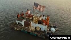 La balsa en la que Kumar y Harold llegaron a EEUU desde Cuba.