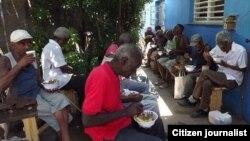 Un almuerzo del Proyecto Capitán Tondique en Matanzas.