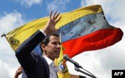 Juan Guaidó se declara presidente encargado de Venezuela.