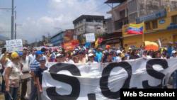 Mujeres venezolanas marchan en Mérida, hoy, sábado 8 de marzo de 2014.
