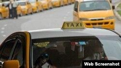 Choferes se quejan de nuevas reglas para taxis que operan en divisas.