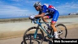 El ciclista extremo austríaco Jacob Zurl.