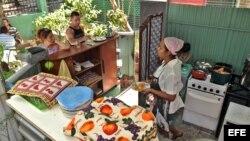 """Cafetería de un trabajador """"cuentapropista"""" en La Habana (Cuba)."""