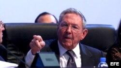 Raúl Castro durante la sesión plenaria de la VII Cumbre de Jefes de Estado y de Gobierno de las Américas en Panamá.