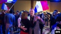 Festividad entre los votantes franceses nacionalistas