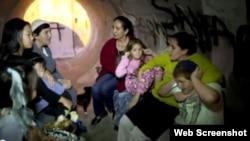 Una familia de Jerusalén se refugia de los cohetes de Hamás, que ahora amenazan la Ciudad Santa.