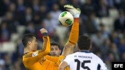 Cristiano Ronaldo se luce con el balón