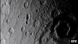 Imagen cedida por la NASA del planeta Mercurio, el planeta más pequeño y cercano al Sol.