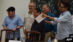 Miembros del Ejército de Liberación Nacional (ELN) de Colombia, durante una conferencia de prensa en La Habana, el 11 de mayo del 2017.