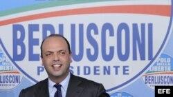 """Angelino Alfano, secretario político del partido """"El Pueblo de la Libertad"""", ofrece una rueda de prensa el 25 de febrero de 2013."""
