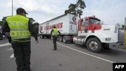Camiones con ayuda humanitaria procedente de Estados Unidos arriban a Cúcuta, ciudad colombiana fronteriza con Venezuela.