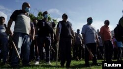 Guardias vestidos de civil listos para reprimir a los manifestantes. REUTERS/Alexandre Meneghini