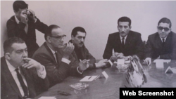 En la fotografía aparecen José Lezama Lima, Camilo José Cela, Mario Vargas Llosa, Jaime Sabines y Edmundo Aray en la Casa de las Americas, La Habana en 1965. Cela y Vargas Llosa fueron miembros del jurado.