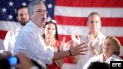 Jeb Bush habla en el acto de inauguración de su oficina de campaña en Miami. EFE