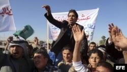 Miles de manifestantes suníes protestan contra la discriminación que sufren por parte del gobierno iraquí,