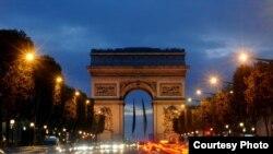 El Arco del Triunfo, uno de los grandes atractivos turísticos de París.