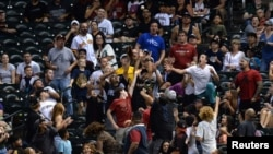 Fanáticos en un partido de béisbol. Joe Camporeale-USA TODAY Sports vía Reuters.