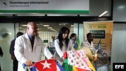 Foto de archivo. Arriban médicos cubanos a Brasil.