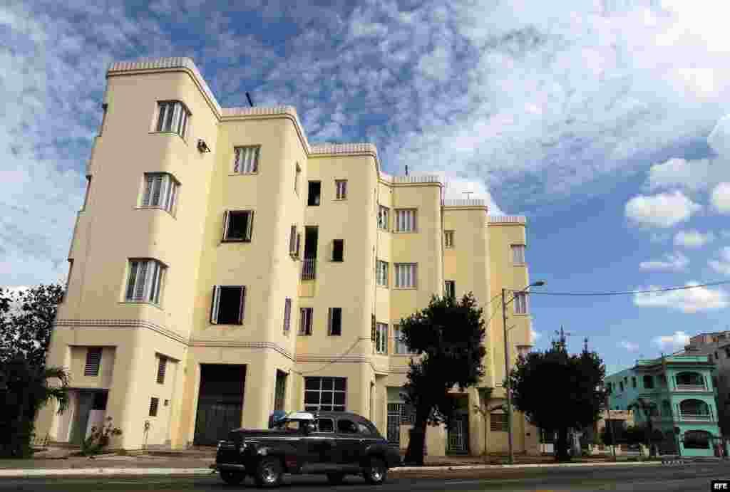 Fotografía de un edificio exponente de la arquitectura Art Deco. El Art Deco o Arte Nuevo, un estilo que marcó la arquitectura, la decoración y el diseño en las primeras décadas del siglo XX, dejó exponentes emblemáticos en Cuba y ahora los muestra en el