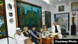 Rafael E. Saumell, Ana Olema, Rafael Piñeiro López, Ileana Fuentes y Armando de Armas (i-d) en un panel sobre la cultura cubana exiliada, durante el pasado Festival Vista.