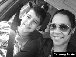 Marthadela Tamayo y su hijo /Tomado de Facebook de MT