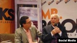 """Óscar Vela (izquierda), autor de la obra """"Náufragos en tierra"""", Alfaguara, 2017, junto al protagonista de la misma, el cubano César Gómez Hernández."""