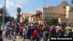 Acto de repudio contra Damas de Blanco en las cercanías del túnel de la Calle Línea. Foto: 14ymedio.