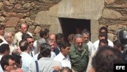 En 1992 Fidel Castro visita la casa de su padre, Angel Castro, en la aldea lucense de Armea de Arriba, perteneciente al municipio de Láncara.