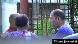 Reporta Cuba. Vigilancia a la casa del reportero Serafín Morán.