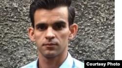 El activista de Convivencia, Yoandy Izquierdo, fue retenido por la policía e impedido de viajar a evento en Suecia.