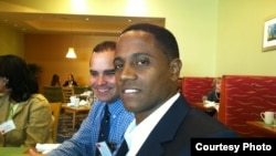 Veizant Boloy (d) en Miami, durante un receso de la reunión anual de la Asociación de Estudios de la Economía Cubana