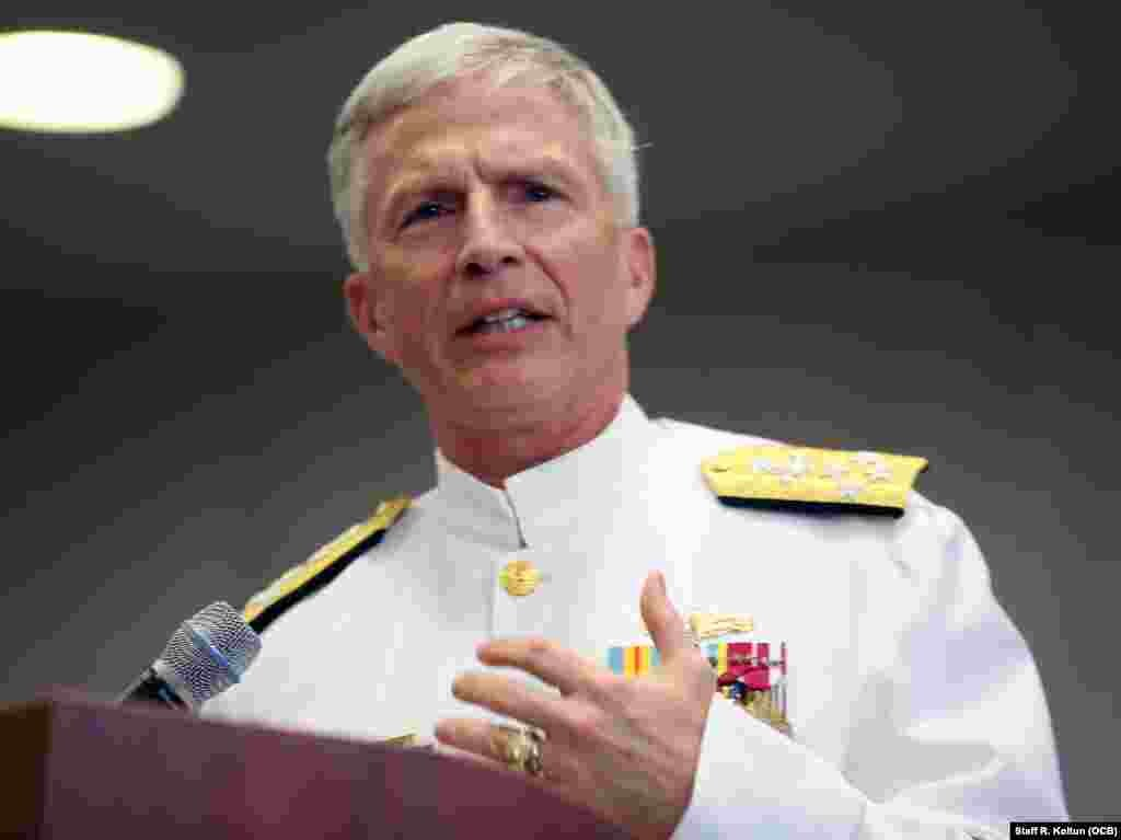 El Almirante Craig S. Faller durante su discurso en la ceremonia de cambio de mando en la sede del Comando Sur en Miami.