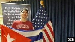 Refugiado cubano recibe atención médica en el buque hospital Comfort