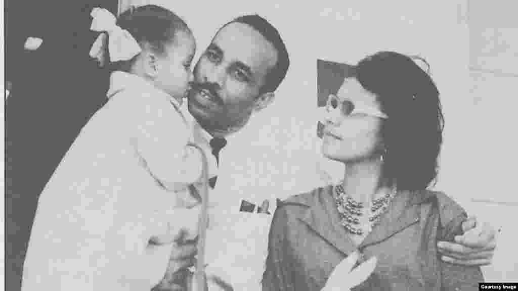 Oliva con su esposa Gloria y su hija María.