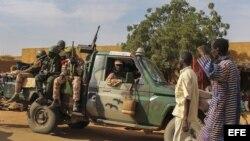 Soldados malienses en la localidad de Gossi, cerca de Gao, Mali.