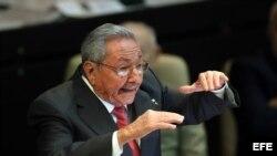 Raúl Castro pronuncia un discurso durante la sesión de clausura de la Asamblea Nacional en la que dejó el cargo de presidente del Consejo de Estado y Ministros.
