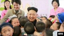 KIM JONG-UN REALIZA UNA VISITA DE AÑO NUEVO A UN ORFANATO JUNTO A SU HERMANA