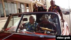 """Fotograma del video """"Más Macarena""""."""