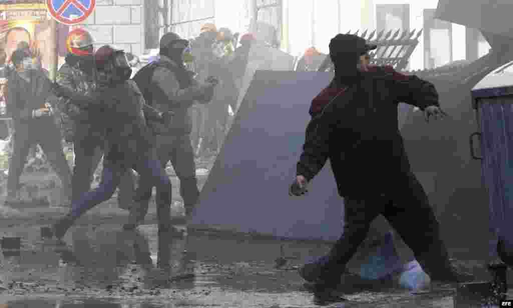 Policía ucraniana cifra en nueve la muertos en distubios de Kiev.