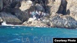 Grupo de cubanos abandonados por contrabandistas en islas de Puerto Rico.