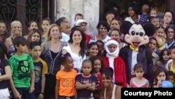Damas de Blanco adelantan celebración del día de los Reyes Magos