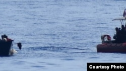 Foto Archivo. Operación de interceptación de los balseros cubanos por parte la Guardia Costera de EEUU.
