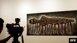 """La obra """"Víctimas Latinoamericanas de los Dictadores"""" (1987) del pintor cubano Luis Cruz Azaceta."""