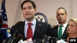 El senador Marco Rubio y los congresistas Mario Diaz-Balart e Ileana Ros-Lethinen (i-d). Archivo.