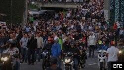 LA OPOSICIÓN REALIZA UNA MARCHA NOCTURNA EN CARACAS