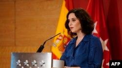 Isabel Díaz Ayuso, presidenta de la Comunidad de Madrid, en una conferencia de prensa el 8 de octubre del 2020 (Comunidad de Madrid / AFP).