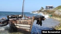 """El bote en el que viajaban los cubanos. Foto: """"Cayman Compass""""."""